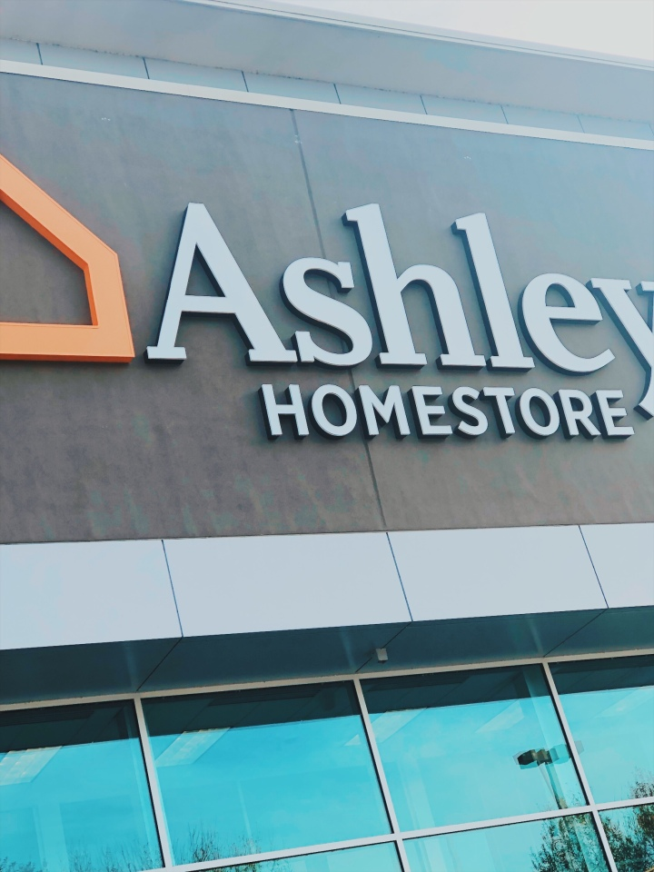 Inauguración de Ashley Home Store en Millenia