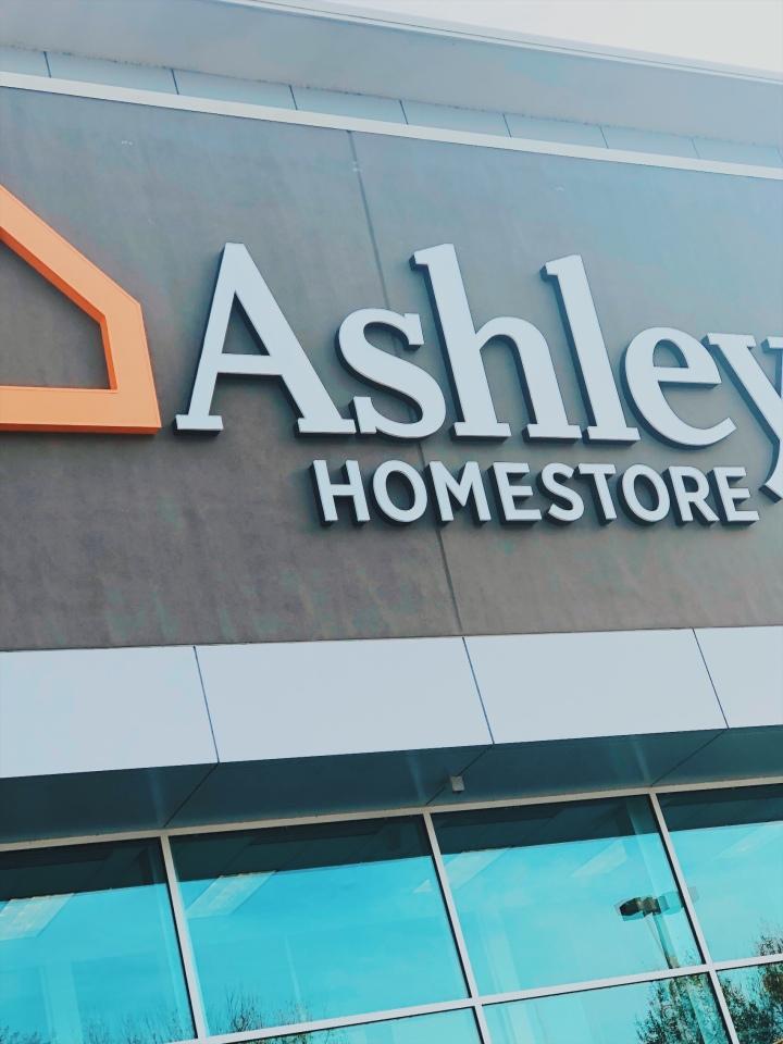 Inauguración de Ashley Home Store enMillenia