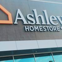 Inauguración de Ashley Home Store en Millenia